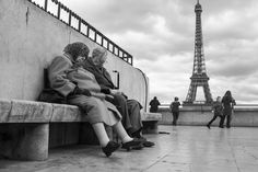 French Kiss – A Love Letter to Paris by Peter Turnley