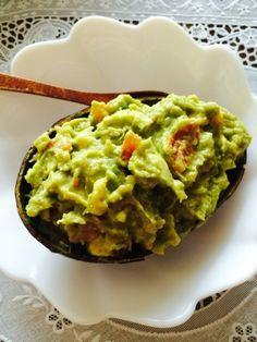 楽天が運営する楽天レシピ。ユーザーさんが投稿した「メキシカン本格ワカモレ」のレシピページです。メキシコ人の友人宅で食べたワカモレが美味しくて、そのレシピを少しアレンジしてみました^ ^トルティーヤチップスと食べると最高♡。アボカド,玉ねぎ(サラダ玉ねぎがbetter),トマト,チリパウダー,塩,にんにくのすりおろし,レモン汁,鷹の爪