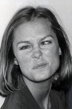 Lauren Hutton, 1975 - A look back at the history of supermodels making silly faces. Make Funny Faces, Silly Faces, Lauren Hutton, Natalia Vodianova, Claudia Schiffer, Cindy Crawford, Lily Aldridge, Kate Moss, Heidi Klum