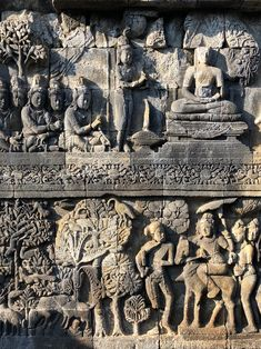 A walk-through of the Borobudur temple carvings that depict the lives of the Buddha as told in the Jataka tales and Avadana. Asian Sculptures, Borobudur Temple, Indonesian Art, 17th Century Art, Old Cemeteries, Angel Statues, Buddhist Art, Luxor Egypt, Ancient Civilizations
