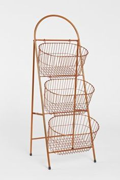 WONDER IF THIS WOULD FIT BETWEEN THE BATHTUB AND SINK...Ladder Storage Basket