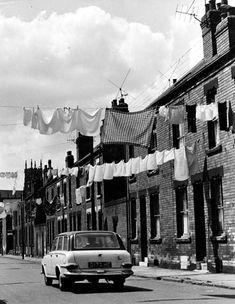 Washday in Melville Road, Woodhouse, in the Washing like flags. South Yorkshire, Yorkshire England, Old Pictures, Old Photos, Leeds City, Haunting Photos, Country Landscaping, Built Environment, Vintage Travel Posters
