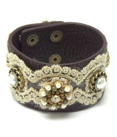 #R1173BBBRN-91552-JMAX Flower theme leather lace button bracelet – Charmed and Company Creations Rep#5032