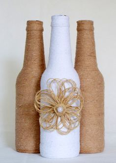 Wine bottle with Cream and Black string and button & pipe cleaner decoration . So pretty Rope Crafts, Burlap Crafts, Jar Crafts, Beer Bottle Crafts, Diy Bottle, Wine Bottle Glasses, Wine Bottle Art, Bottle Painting, Recycled Bottles