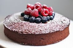SLOMO: choclate cake with dates