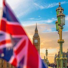 London :@j_r_photography // #london #londoncity #lovelondon #birline #uk