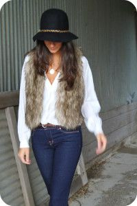 White shirt, hat and sleeveless jacket street style for fall