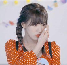 Seulgi, Peek A Boo, Red Pictures, Wendy Red Velvet, Velvet Color, Kim Yerim, Red Queen, Celebs, Celebrities