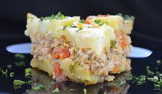 Great recipe flavorful potato casserole with minced meat and vegetables! - potatoes 1 kg - minced meat (pork) 100 gr. Mince Dishes, Russian Dishes, Russian Recipes, Borscht Soup, Potato Juice, Mince Meat, Winter Food, Winter Meals