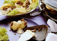 Raclette mit Hackfleisch-Champignons | Zeit: 20 Min. | http://eatsmarter.de/rezepte/raclette-mit-hackfleisch-champignons