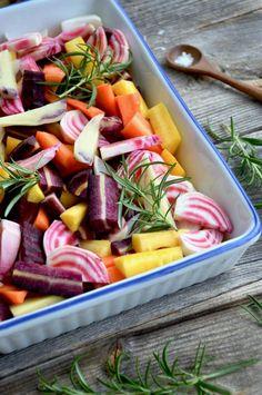 Hunajaiset uunijuurekset joulupöytään – Versoileva Fruit Salad, Pasta Salad, Food And Drink, Veggies, Ethnic Recipes, Crab Pasta Salad, Fruit Salads, Vegetable Recipes, Vegetables