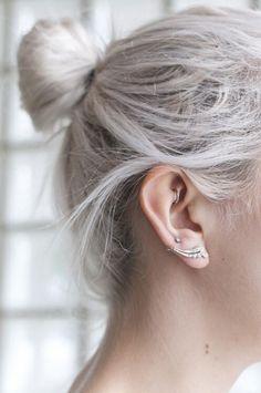 Piercing rook avec anneau. https://c-bo.fr/piercing-oreille/piercing-oreille-autre/piercing-daith-rook