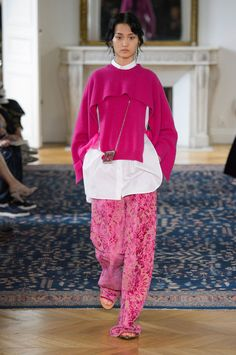 Valentino Spring/Summer 2017 #pinkaholic Pink trend. Pink, spring summer 2017. Rosa, primavera verano 2017. #tendencias2017 #primaveraverano2017 #rosa
