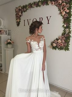Fabulous A-line Scoop Neck Chiffon Tulle Sweep Train Appliques Lace Short Sleeve Wedding Dress