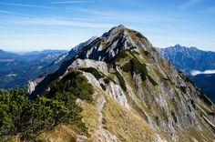 Wandertour mit drei Gipfelkreuzen: Bosruck, Lahnerkogel und Kitzstein. #Oberösterreich Half Dome, Adventure, Mountains, Nature, Travel, Hiking, Crosses, Naturaleza, Viajes