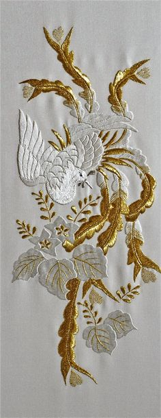 Oiseau. Broderie blanche et or