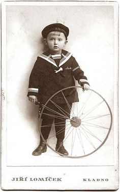 Old photo of a little boy in sailor suit, Vintage Children Photos, Vintage Pictures, Old Pictures, Vintage Images, Old Photos, Antique Photos, Vintage Photographs, Photo Postcards, Vintage Postcards