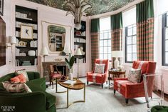 Eclectic living room design by Corey Damen Jenkins. A mixture of velvet textures and soft pink walls accompanied by Phillip Jeffries Totally Tatami Enlightened Emerald Wallcovering, make for a chic eclectic design. Design Salon, Home Design, Design Ideas, Design Design, Design Projects, Design Inspiration, Built In Shelves, Built Ins, Kips Bay Showhouse