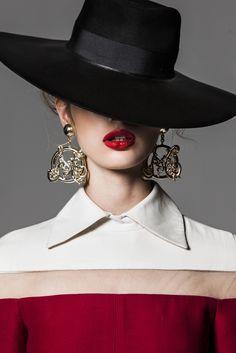 Farb-und Stilberatung mit www.farben-reich.com - Niki Hajdu's Look. Mode Editorials, Foto Fashion, Look Retro, Fancy Hats, Love Hat, Komplette Outfits, Mode Inspiration, Lady, Hats For Women