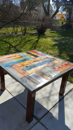 patio table made from reclaimed pallet wood