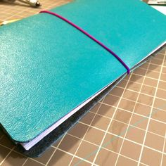 DIY: How to make a Midori style Traveler�s Notebook for under $5!