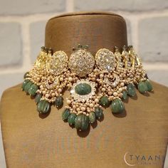 Bridal Jewellery Inspiration, Indian Bridal Jewelry Sets, Indian Wedding Jewelry, Pearl Necklace Designs, Jewelry Design Earrings, Fancy Jewellery, Gold Jewellery Design, Karan Johar, Emerald Necklace