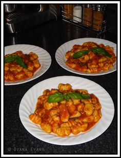 I love making home made gnocci. Fish Recipes, Lunch Recipes, Pasta Recipes, Great Recipes, Vegetarian Recipes, Dinner Recipes, Favorite Recipes, Italian Recipes, Kitchens