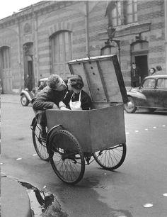 Le Baiser Blottot (by Robert Doisneau,1950)