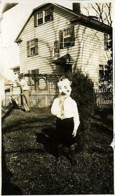 【感覚の違い】昔のハロウィンの画像が怖すぎて理解不能!【モノクロ】 - NAVER まとめ