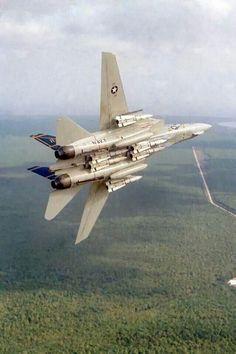 Grumman Tomcat with six Phoneix AIM 54 missiles Grumman Aircraft, Navy Aircraft, Airplane Fighter, Fighter Aircraft, Military Jets, Military Aircraft, Air Fighter, Fighter Jets, Tomcat F14