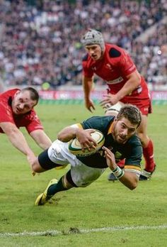 Willie le Roux duik gister in Nelspruit oor die Walliese doellyn vir die drie wat die Bokke weer hoop gegee het. South African Rugby, International Rugby, Rugby Shorts, Australian Football, Rugby Men, All Blacks, Garra, Rugby Players, Cheetahs