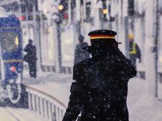 富士フイルムフォトサロン東京で5月28日迄開催の清水薫写真展 春夏秋冬「鉄路の季節」を鑑賞。鉄道と素晴らしい景色の共演。「寒波襲来」と題した写真の駅員さんの帽子が印象的ニャう=^_^= (会場内は撮影可)