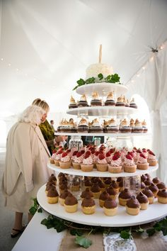 Yes, you lovelies in Illinois can host a seriously chic city aff. Vintage Country Weddings, Spring Cupcakes, S'mores Bar, Oak Hill, Wedding Inspiration, Wedding Ideas, Wedding Cupcakes, Illinois, Our Wedding