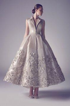 Guarda la sfilata di moda Ashi a Parigi e scopri la collezione di abiti e accessori per la stagione Alta Moda Primavera Estate 2015.
