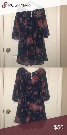 Free People Floral Tunic Free People Floral Tunic with 3/4 sleeves. In great condition! Size 4. Free People Tops Tunics