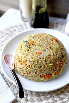 No Teppanyaki grill top needed to whip up this simple and savory Japanese Fried Rice recipe. Easy to make and ready in 18 minutes from start to finish! Japanese Fried Rice - Yakimeshi Look… I think you'll Asian Dinner Recipes, Rice Recipes For Dinner, Dinner Dishes, Asian Recipes, Healthy Recipes, Healthy Japanese Recipes, Ramen Recipes, Cheap Recipes, Vietnamese Recipes