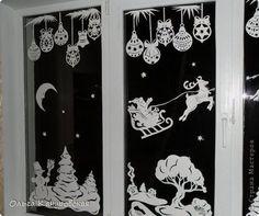 """И в этом году мы опять украсили окна!!!  И таааак хочется со всеми вами поделиться своей радостью!!!  Это окно """"по мотивам"""" прошлогоднего, но чуть более прорисованное... Сначала планировала оформить окно другой композицией... Перебрала """"кучу"""" новогодних сказок, образов... И поняла, что нравится  прошлогодний сюжет, поэтому решила его оставить... Я использовала ватман, он более жесткий, и вырезанная картинка дольше сохраняется (ватман режу канцелярским ножом, только надо чаще обновлять…"""