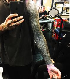 New tattoo Oliver Arm Tattoo, Hand Tattoos, Sleeve Tattoos, Tatoos, Bmth Tattoo, Oliver Sykes Tattoos, Tribal Cover Up, Alissa Salls, Blackout Tattoo