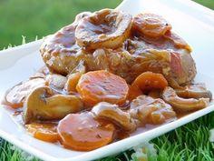Ingrédients : 4 jarrets de veau (ou osso bucco) 1 oignon 4 c à s d'huile d'olive 2 c à s de farine 250 ml de vin blanc 5 carottes 2 gousses d'ail 4 c à c de basilic 500 gr de pulpe de tomates 1 c à c de sucre roux 1 cube de bouillon de légumes Thym 3...
