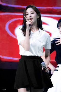 Lovelyz - Yein Yein Lovelyz, Twice Group, Korean Music, Kpop Girls, Sunnies, Dream Catcher, Skater Skirt, High Waisted Skirt, Idol