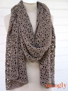 Beautiful wrap. would be beautiful in variegated yarn. Schal