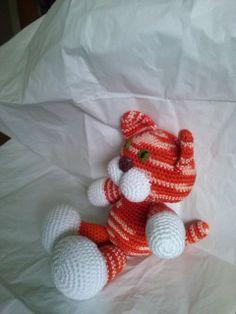 gatito en crochet. tejido en hilo de algodó,por Violeta Navarro