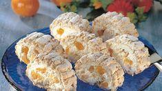 Tämä unelmatorttu tehdään keveästä marenkipohjasta. Marenkiunelma täytetään kerma-rahkaseoksella, appelsiinimarmeladilla ja mandariinilohkoilla.