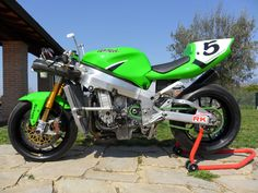 Hi guys, I'm Riccardo from Italy, i'm a great fan of old super seven and want to show you my bike i built myself screw by screw with passion . Ducati, Yamaha, Kawasaki Zx7r, The Italian Job, Sportbikes, Motorcycle Art, Suzuki Gsx, Mopeds, Cars And Motorcycles