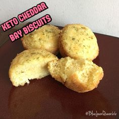 Biscuit Ingredients 1 cup + 2 Tbsp Almond flour 1 cup cheddar cheese 3 eggs 1 tsp baking powder 1/4 tsp salt 4 tbsp butter, melted Seasoning Ingredients 2 Tbsp butter, melted 1 tsp oregano 1 …