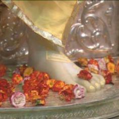 A Couple of Sai Baba Experiences - Part 813 - Devotees Experiences with Shirdi Sai Baba Sai Baba Bhajan, Sai Baba Miracles, Shirdi Sai Baba Wallpapers, Sai Baba Hd Wallpaper, Sai Baba Quotes, Baba Image, Om Sai Ram, God Pictures, Indian Gods