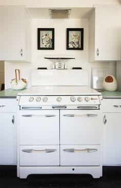 LOVE that stove ( vintage O'keefe and Merritt)  my absolute fave...belongs to www.the- brick-house.com blog