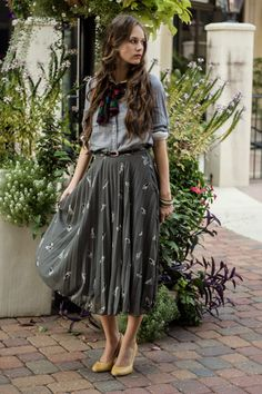 Bird Print Midi Skirt Fall Libby Story Renaissance at Colony Park Tumblr Outfits, Mode Outfits, Skirt Outfits, Casual Outfits, Fashion Outfits, Womens Fashion, Fashion Trends, Classic Outfits, Look Boho