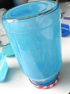 Te mostramos 3 maneras diferentes de cómo pintar frascos de vidrio, fáciles y baratas, pero con resultados realmente bonitos y originales.