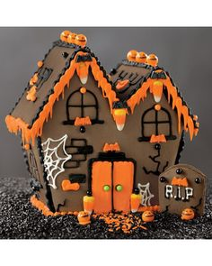 Halloween Haunted House Kit from Williams Sonoma. Saved to foooooood 🍰. Shop more products from Williams Sonoma on Wanelo. Halloween Gingerbread House, Gingerbread House Patterns, Casa Halloween, Halloween Baking, Halloween Haunted Houses, Halloween Cookies, Halloween Candy, Holidays Halloween, Halloween Decorations